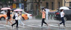 """[오늘 날씨] """"비와도 더워요""""… 습도·불쾌지수 높아"""