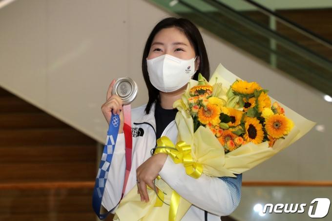 [사진] 김민정 '도쿄 올림픽 사격 첫 메달입니다'