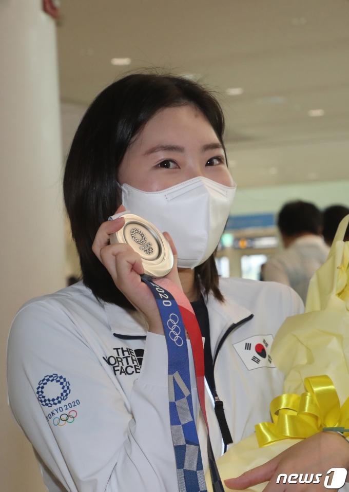 [사진] 김민정 '깜짝 은메달 보여드릴게요'
