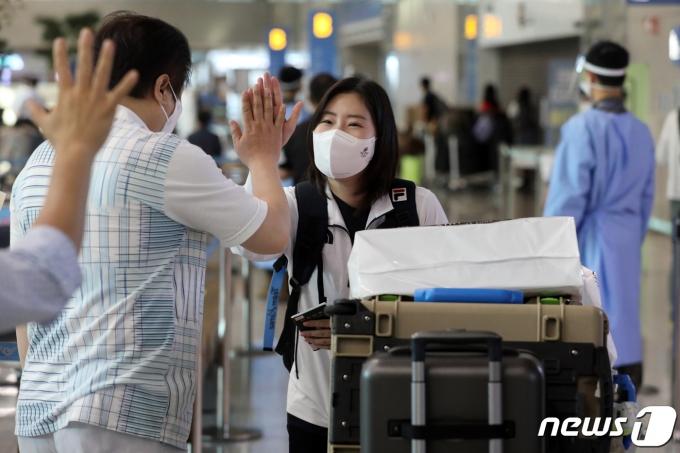 [사진] 사격 은메달 김민정 '기분 좋은 귀국'