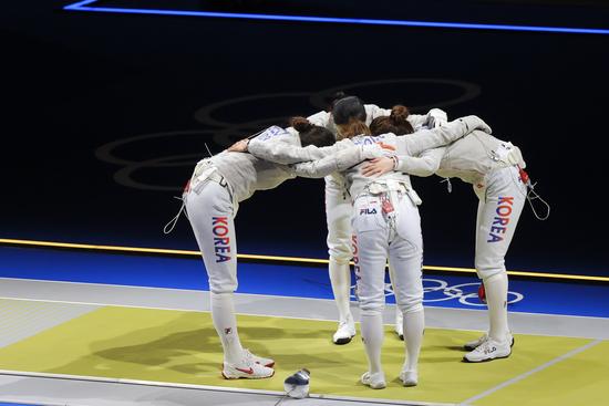 한국 펜싱 여자 사브르 대표팀이 31일 오후 일본 지바 마쿠하리 메세에서 열린 이탈리아와의 동메달 결정전에서 45-42로 승리하며 동메달을 획득했다. /사진=로이터
