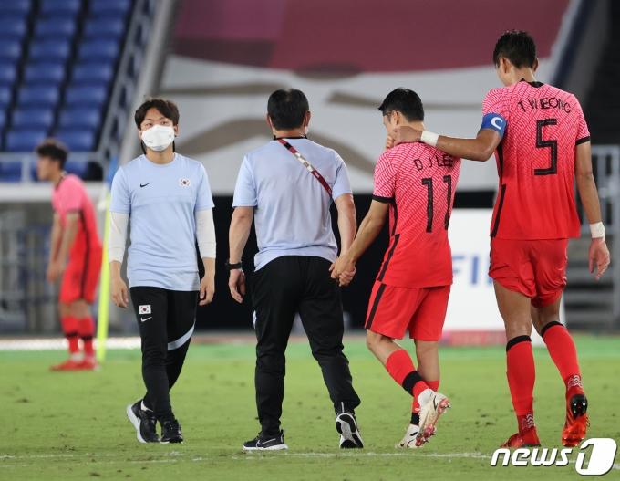 [사진] 김학범 감독 '아빠 같은 마음으로'