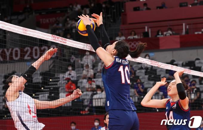 [사진] 김연경 '높은 점프로 블로킹'