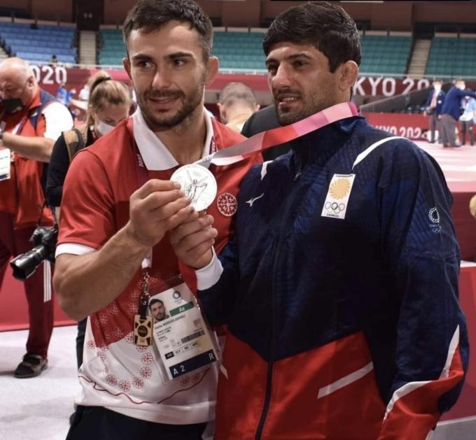 2020 도쿄올림픽에서 은메달을 딴 조지아의 유도 선수 바자 마르그벨라슈빌리(왼쪽), 라샤 샤브다투아슈빌리. (바자 마그르벨라슈빌리 인스타그램 갈무리) © 뉴스1