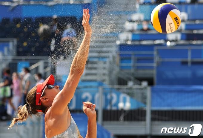 [사진] 모래알 흩날리며
