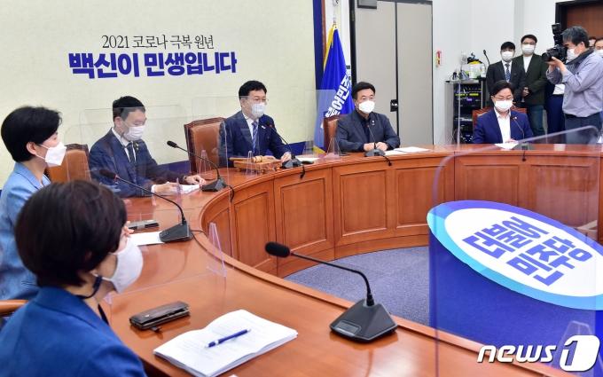 송영길 더불어민주당 대표가 9일 국회에서 열린 최고위원회의에서 모두발언을 하고 있다.  2021.6.9/뉴스1 © News1 오대일 기자