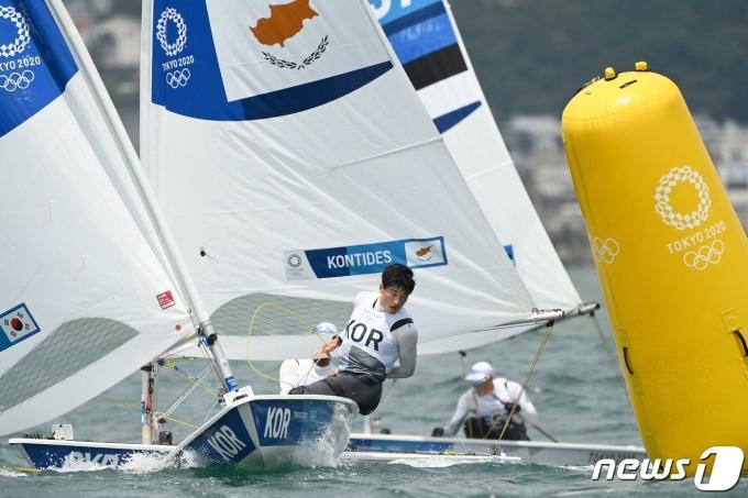 2020 도쿄 올림픽 레이저급에 출전한 하지민. © AFP=뉴스1