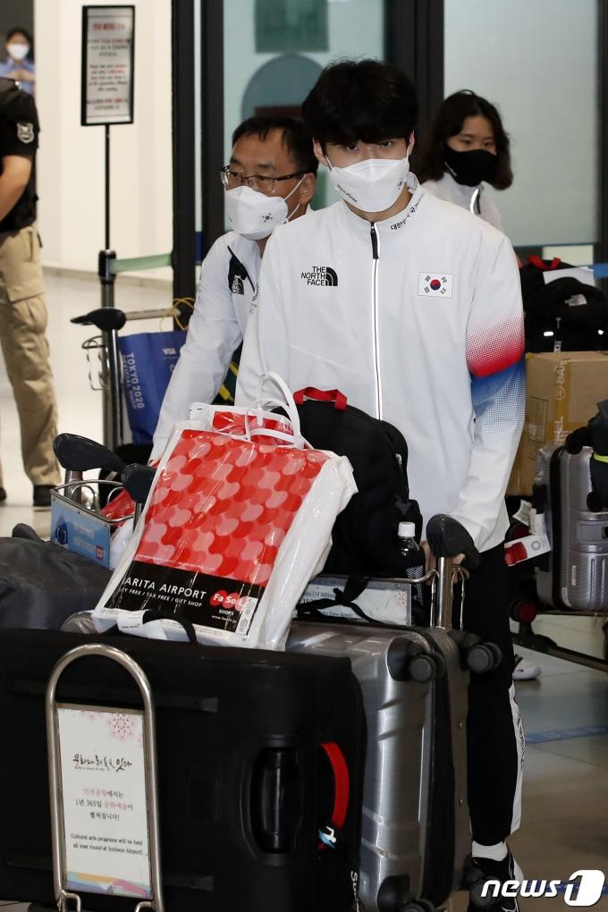 [사진] 황선우 '도쿄올림픽 마치고 왔어요'