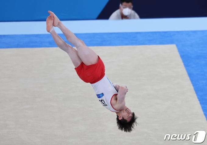 [사진] 높이 떠오른 체조 김한솔