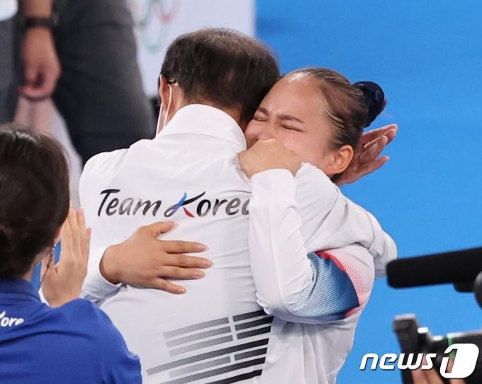 [사진] 여서정 '동메달의 기쁨'