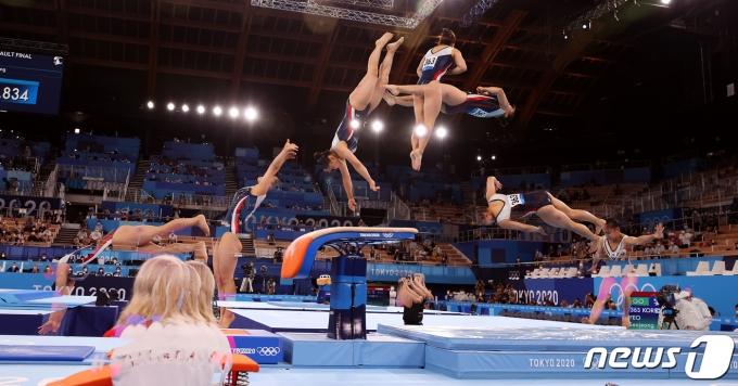 대한민국 체조 여서정이 1일 오후 일본 도쿄 아리아케 체조경기장에서 열린 '2020 도쿄올림픽' 여자 도마 결승에서 연기를 펼치고 있다. 2021.8.1/뉴스1 © News1 이재명 기자