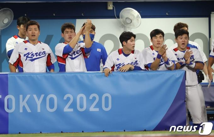 [사진] 1득점에 박수치는 대한민국