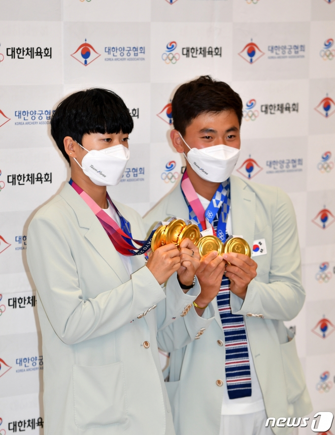 [사진] 안산·김제덕 '함께 메달 들고'