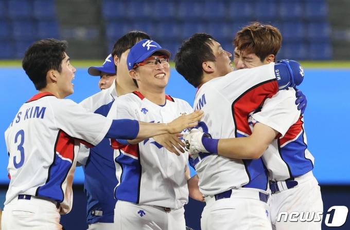 [사진] 기뻐하는 대한민국 야구팀, 역전승