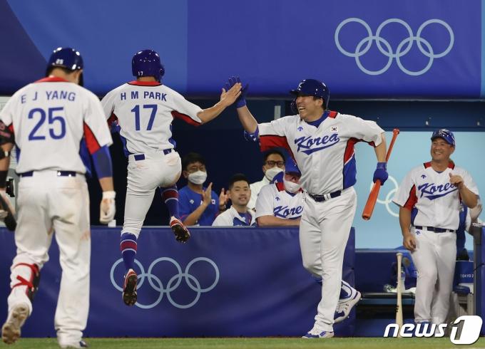 [사진] 홈인 '야구는 9회말 부터'