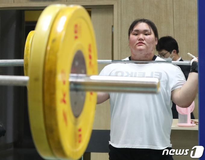 역도 이선미가 2일 도쿄 올림픽 경기에 나선다.© News1 송원영 기자