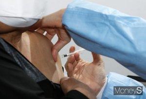60~74세 백신 미접종자, 오후 8시부터 사전예약… 18∼49세 내일부터