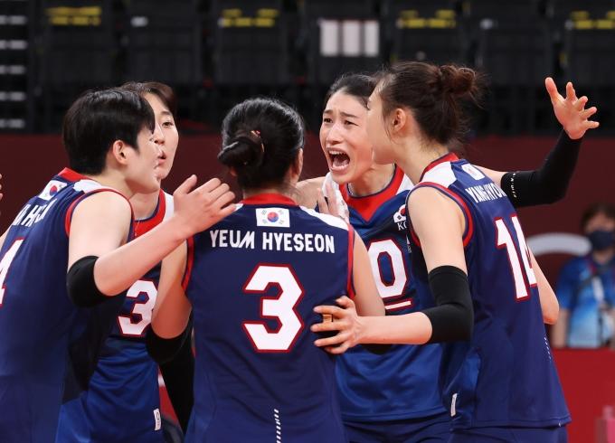 한국 여자배구 대표팀이 지난달 31일 오후 도쿄 아리아케 아레나에서 열린 일본과의 2020도쿄올림픽 여자 배구 A조 조별리그 4차전에서 세트스코어 3-2로 승리했다. /사진= 뉴스1
