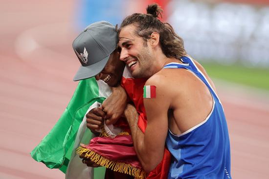 지난 1일 2020도쿄올림픽 남자 높이뛰기에서 무타즈 바르심(왼쪽)과 지안마르코 탐베리가 공동 금메달을 획득했다. /사진=로이터