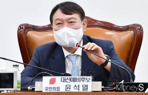 """윤석열, '부정식품' 발언 논란 해명도 '갸우뚱'… """"그거라도 받아서 끼니 해결해야"""""""