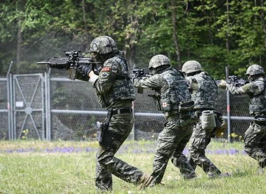 해병대에서 탄피를 분실했다는 이유로 한 하사를 사격 표적 삼아 훈련을 실시했다는 제보가 공개됐다. 사진은 기사와 무관함. /사진=해병대 인스타그램