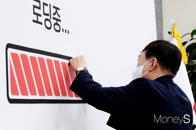 [머니S포토] 윤석열 국민의힘 지도부 예방, 완성되는 그래프