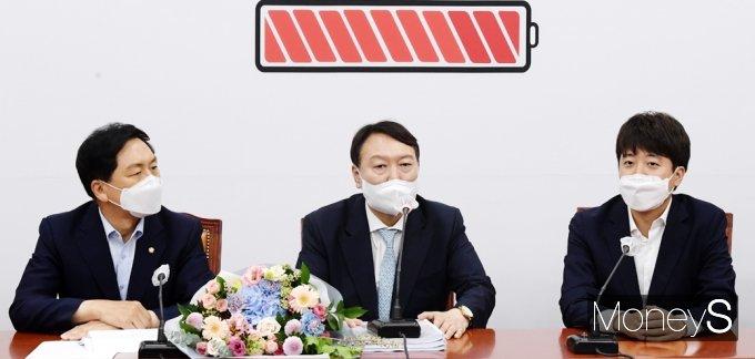 [머니S포토] 국민의힘 지도부 예방 후 발언하는 野 윤석열