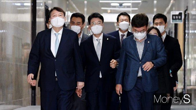 [머니S포토] 국민의힘 지도부 예방 나선 잠룡 '윤석열'