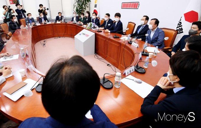 [머니S포토] 野 지도부 찾은 윤석열, 국힘 원팀에 한걸음 전진