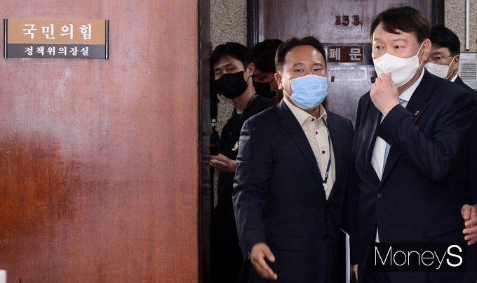 [머니S포토] 국민의힘 사무처 찾은 野 잠룡 '윤석열'
