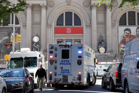 7월31일 뉴욕시 퀸스 자치구 길거리에서 총격사건이 발생했다. 사진은 지난 4월26일 폭발물 의심 신고 현장에 출동한 미국 뉴욕경찰. /사진=로이터