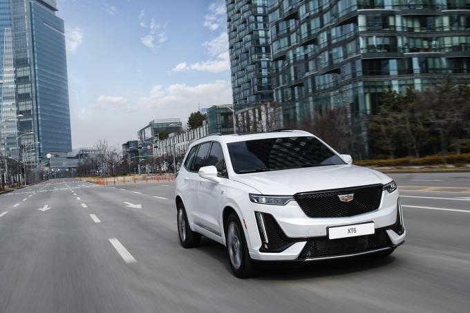 캐딜락이 주요 차종의 구매 혜택을 강화한 8월 프로모션 진행에 나섰다. 사진은 캐딜락 XT6. /사진=캐딜락