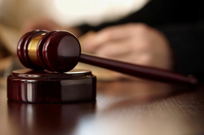 재판부가 외도 현장에 들이닥친 아내와 아들을 차로 친 혐의를 받는 남성에게 징역형 집행유예를 선고했다. 사진은 기사내용과 무관함. /사진=이미지투데이