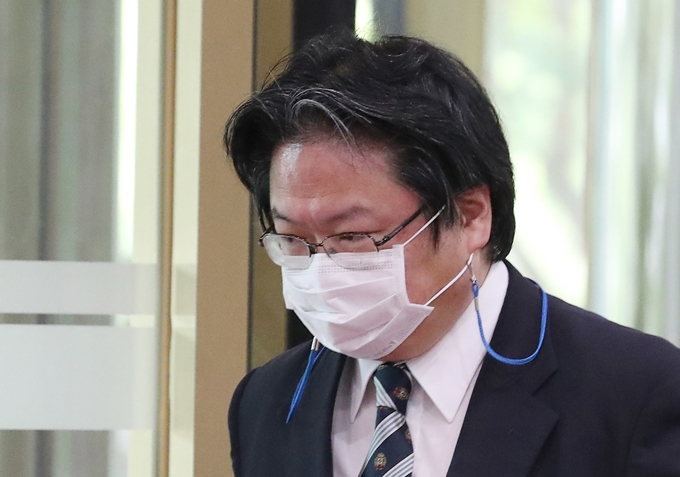 2일 최관호 서울경찰청장이 소마 히로히사 주한 일본대사관 총괄 공사에 대해 절차대로 수사하겠다고 밝혔다. 사진은 지난달 13일 서울 종로구 정부서울청사 별관 외교부로 초치되는 소마 총괄공사 모습. /사진=뉴스1