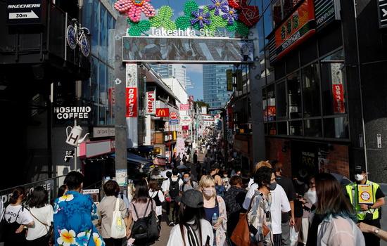 2020도쿄올림픽 관계자의 코로나19 확진자 수가 날마다 급증하고 있다. 혼란스러운 와중에 지난달 말 올림픽 선수촌에서 있었던 대규모 음주 사건에 세계 언론사가 주목하고 있다. 사진은 지난 31일 도쿄 시내 모습. /사진=로이터