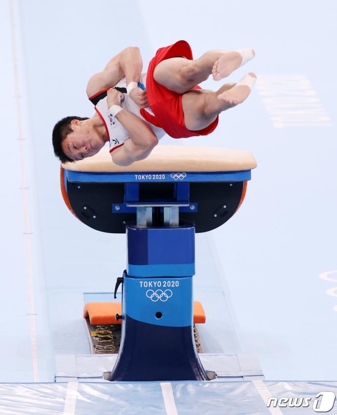 대한민국 체조 신재환이 2일 오후 일본 도쿄 아리아케 체조경기장에서 열린 '2020 도쿄올림픽' 남자 도마 결선에서 연기를 펼치고 있다. 2021.8.2/뉴스1 © News1 올림픽사진취재단