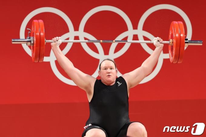 [사진] 올림픽 첫 트랜스젠더 역도 선수 로렐 허버드