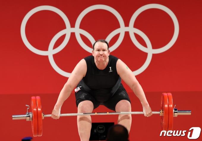 [사진] 로렐 허버드 '여성으로 출전한 올림픽'