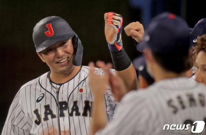 일본이 미국을 꺾고 2020 도쿄 올림픽 야구 준결승에 진출, 한국과 격돌하게 됐다.  © AFP=뉴스1