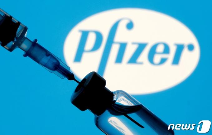 화이자 신종 코로나바이러스 감염증(코로나19) 백신. © 로이터=뉴스1 © News1 정윤영 기자