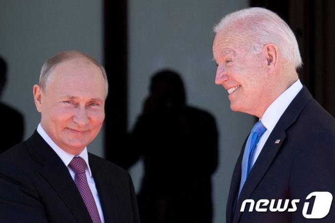 블라디미르 푸틴 러시아 대통령(왼쪽)과 조 바이든 미국 대통령. © AFP=뉴스1