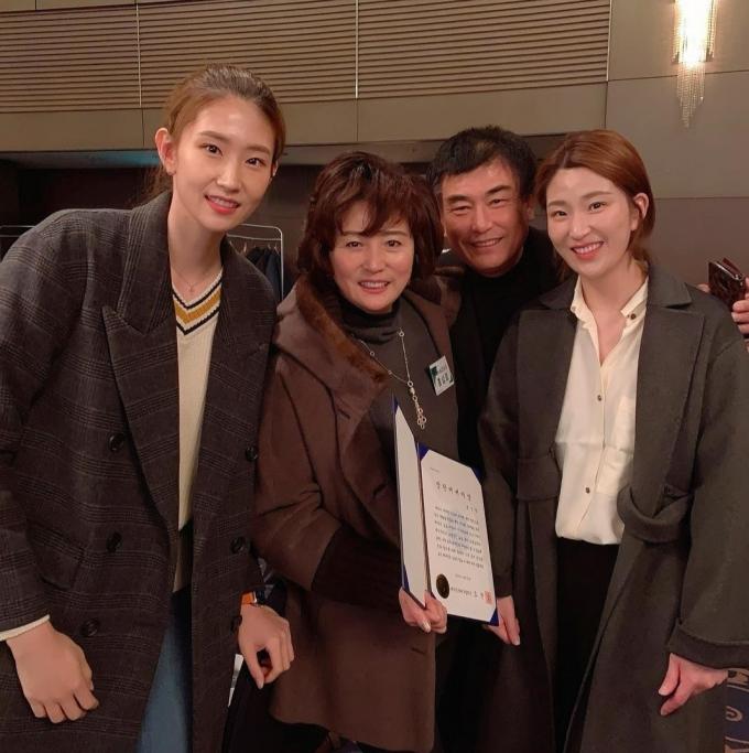 배구인인 김수지 가족들의 모습. 김수지는 항상 자신을 지지해주고 격려해주는 가족들에 대한 고마움을 전했다. (김수지 SNS 캡처) © 뉴스1