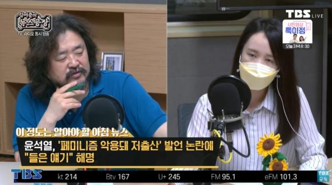 3일 김어준은 라디오 방송에서 안산 선수에게 페미니즘 의혹을 제기한 일부 보수 20대 남초 사이트를 비판했다. /사진=유튜브 캡처