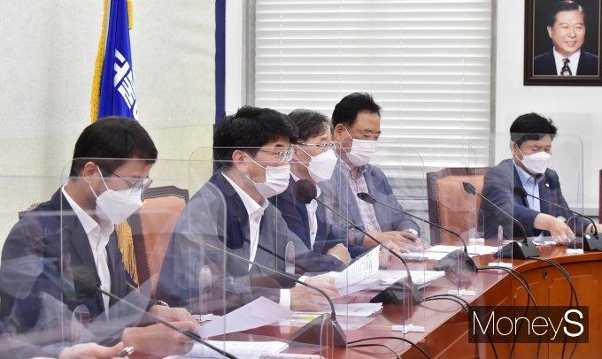 [머니S포토] 野 잠룡 윤석열 행보 관련 발언하는 與 박완주
