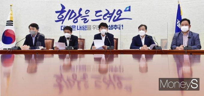 [머니S포토] 박완주 정책위의장 주재 與 원내대책회의