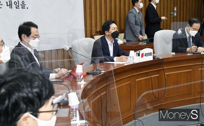 [머니S포토] 野 원내대책회의 주재하는 '김기현'