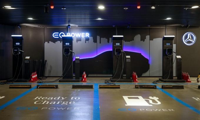 올 상반기 수입 전기차 판매가 증가한 것으로 조사됐다. 사진은 서울시내 한 지하 주차장에 설치된 메르세데스-벤츠 전기차 충전소의 모습. /사진=뉴시스