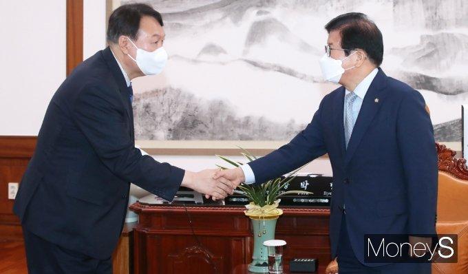 [머니S포토] 野 잠룡 윤석열 접견하는 박병석 국회의장