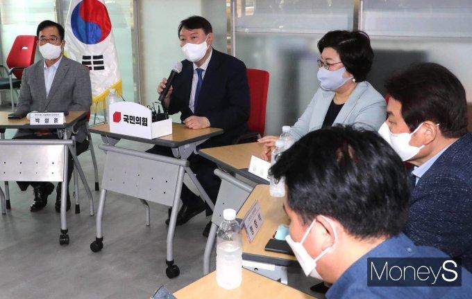 [머니S포토] 윤석열 '국민의힘 강북권 원외당협위원장들과 간담회'