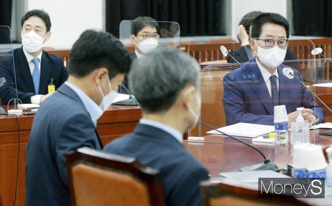 [머니S포토] 국회 정보위 박지원, 北 동향 국정원 현안보고